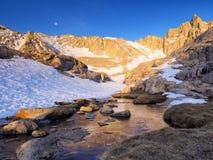 Лагерь Горы Уитни высокий - оттенок утра Стоковые Изображения