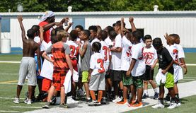 Лагерь футбола Аарона Ross на средней школе John Tyler в Тайлере, Техасе 21-ого июля 2018 стоковая фотография rf