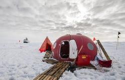 Лагерь льда приполюсной экспедиции исследования Стоковое Изображение RF