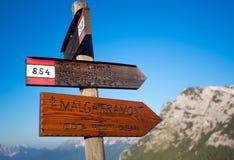 Лагерь Foro подписывает внутри горы доломита Стоковое фото RF