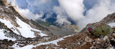 Лагерь Georgia в горах Кавказа Стоковое фото RF