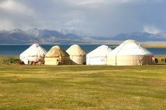Лагерь ger в большом луге на озере kul песни, Naryn Кыргызстана Стоковое Фото