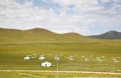 Лагерь ger в большом луге на Ulaanbaatar, Монголии Стоковые Изображения