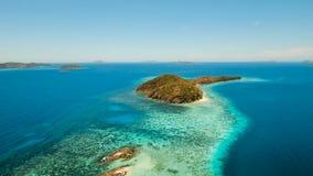 Лагуна вида с воздуха тропическая, море, пляж остров тропический Busuanga, Palawan, Филиппины акции видеоматериалы