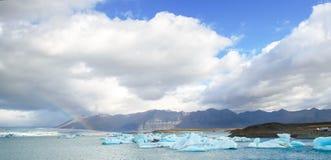Лагуна Исландии - сентября 2014 - Jokulsarlon ледниковые/ледниковое озеро, Исландия Jokulsarlon большое ледниковое озеро в юговос Стоковые Фотографии RF