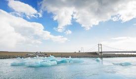 Лагуна Исландии - сентября 2014 - Jokulsarlon ледниковые/ледниковое озеро, Исландия Jokulsarlon большое ледниковое озеро в юговос Стоковые Изображения RF