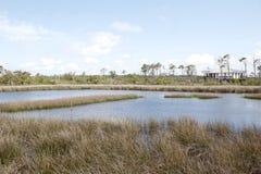 Лагуна и дом отдыха в большом парке штата лагуны в Pensacola, Флориде Стоковая Фотография