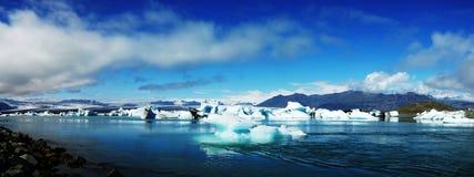 Лагуна Jokulsarlon, ледниковое озеро и айсберги стоковое фото rf