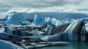 Лагуна Jokulsarlon, ледниковое озеро и айсберги стоковое изображение