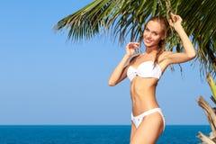 ладонь девушки следующая представляя swimsuit к валу Стоковое фото RF