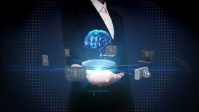 Ладонь коммерсантки открытая, приборы соединяя цифровой мозг, искусственный интеллект Интернет вещей