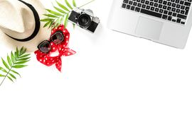 Ладонь компьтер-книжки положения квартиры рабочего места Travler выходит камера солнечных очков Стоковые Фото
