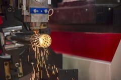 Лазер волокна CNC отрезал машину стоковые изображения