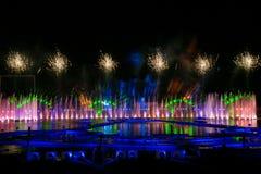 Лазер и фейерверки показывают в Москве, России стоковые изображения