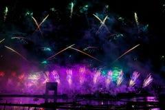 Лазер и фейерверки показывают в Москве, России стоковое изображение rf
