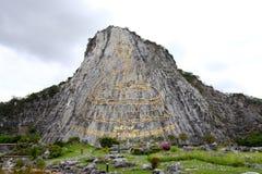 лазер луча самый большой выгравированный Буддой большинств w стоковая фотография