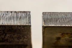 Лазер отрезал разницу в края между полдюйма толстым горячекатаным ste стоковое фото rf