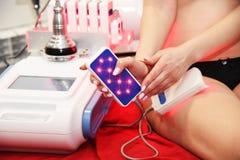 Лазер Lipo Косметология оборудования женщина воды спы здоровья ноги внимательности тела Не хирургическое тело ваяя обработка тела стоковые изображения rf