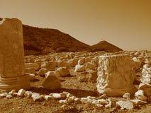 Лазурное голубое небо, величественный ландшафт Старый мрамор колоннад, висков, руин, утесы, Стоковые Изображения RF