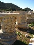 Лазурное голубое небо, величественный ландшафт Старый мрамор колоннад, висков, руин, утесы, Стоковое Изображение RF