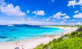 Лазурное море на пляже Порту Pollo на красивом острове Сардинии около Порту Pollo, Sargedna, Италии Стоковые Изображения RF
