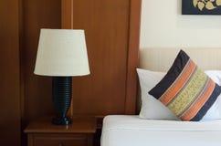 Лампа и подушка Стоковая Фотография