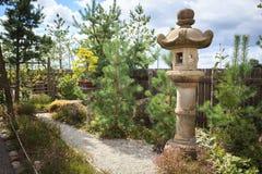 Лампа камня сада Японии Стоковая Фотография