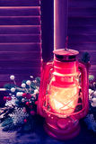 Лампа керосина в ноче рождества Стоковое Фото