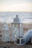 Лампа на песке лампа около моря Стоковые Изображения
