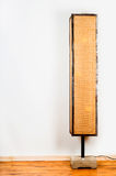 Лампа пола на белой стене Стоковые Фотографии RF