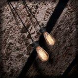 Лампа раскаления на потолке grunge кирпича Стоковое Изображение