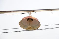 Лампа ржавчины с белым небом Стоковые Изображения RF