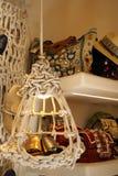 Лампа сделанная веревочки с сандалиями стоковое фото rf