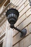Лампа установленная стеной великолепная выкованная железная стоковая фотография rf