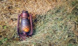 Лампа фонарика масла на соломе Стоковые Изображения RF
