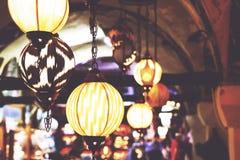 Лампы вися на гранд-базаре в Стамбуле стоковые фотографии rf