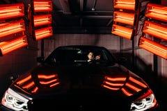 Лампы для сушить керамическое покрытие за автомобилем стоковые изображения