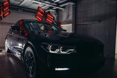 Лампы для сушить керамическое покрытие за автомобилем Стоковая Фотография