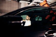Лампы для сушить керамическое покрытие за автомобилем стоковые фото