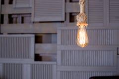 Лампы с нитью вольфрама Электрическая лампочка Edison Нить нити в винтажных лампах Ретро дизайн электрических лампочек стоковая фотография rf