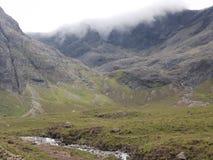 Ландшафты зеленого цвета горы и леса Гленн стоковые изображения rf