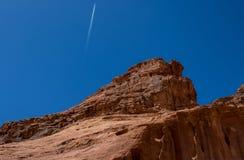 Ландшафты рома вадей Джордана, положение туриста пустыни стоковые изображения rf