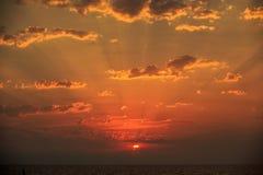 Ландшафты с изумляя облаками стоковые фотографии rf