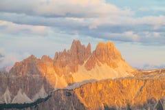 Ландшафт Альпов доломита сценарный на заходе солнца Стоковые Фото