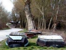 Ландшафт весной при Rowboats припаркованные на зима Стоковые Фото