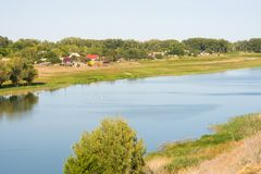 Ландшафт, взгляд малого реки в деревне Solodniki, области Астрахани, России Стоковая Фотография