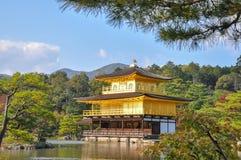 Ландшафт виска Kinkakuji золотой дворец в Киото, Japa стоковая фотография