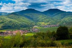Ландшафт в Эльзасе в Франции в лете Стоковые Изображения RF