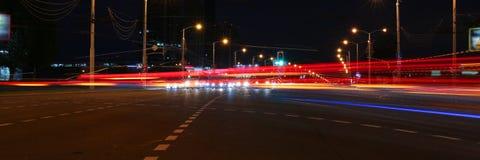 Ландшафт города Минска в Беларуси запачкал света headlamps автомобиля Стоковое фото RF