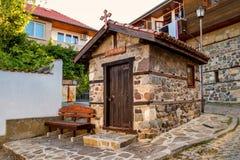 Ландшафт города - правоверная христианская часовня в старой части городка Sozopol Стоковые Изображения RF